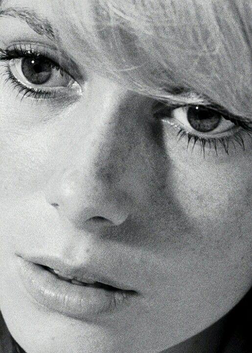 Catherine Deneuve -1965 age 22 c57e5ba98b7623d509f118e0a8d2015a(1)